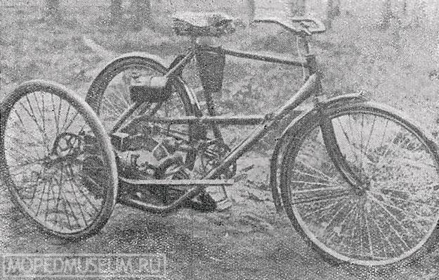Моторный велосипед с боковой ведущей прицепкой
